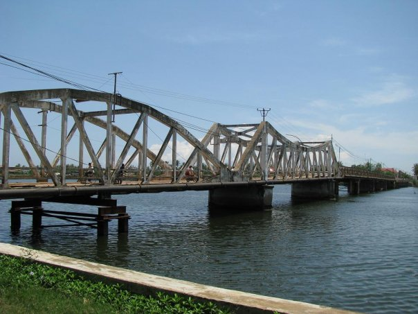 The three country bridge in Kampot